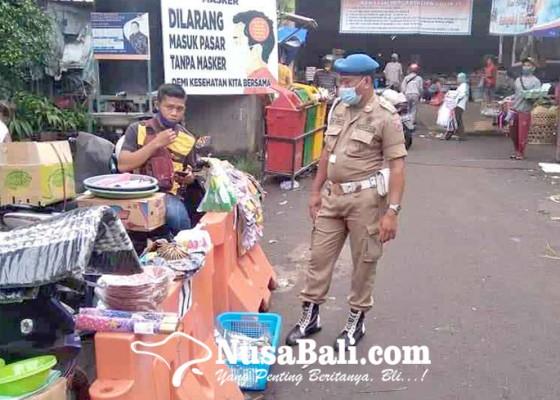 Nusabali.com - satpol-pp-dan-dishub-tertibkan-pedagang-di-pasar-amlapura
