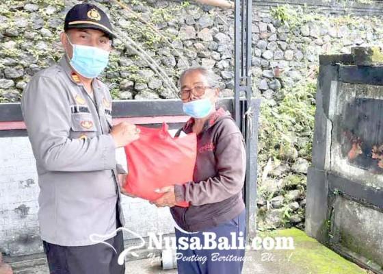 Nusabali.com - polsek-sidemen-salurkan-174-sak-beras
