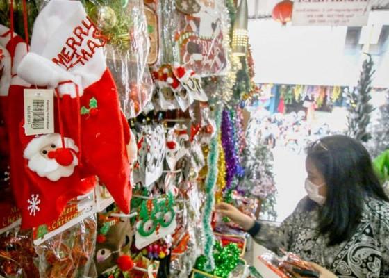 Nusabali.com - penjualan-pernak-pernik-natal