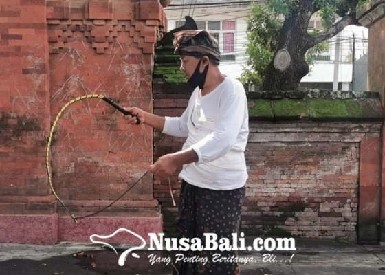 Nusabali.com - kesaktian-pecut-kyai-macan-gading-hancurkan-teror-burung-gagak