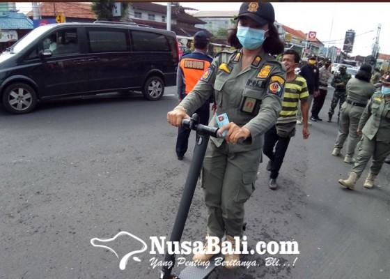 Nusabali.com - satpol-pp-kini-patroli-pakai-scooter-electric