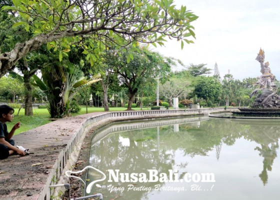 Nusabali.com - memancing-di-kolam-taman-pecangakan