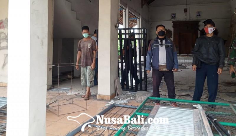 www.nusabali.com-bale-banjar-rusak-dibongkar-warganya-kelian-lapor-polisi