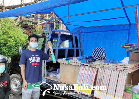Nusabali.com - penjual-kembang-api-mulai-bermunculan