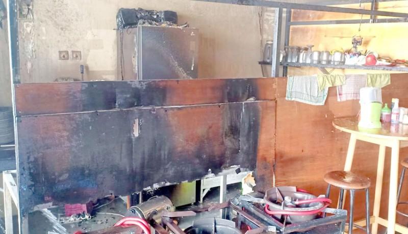 www.nusabali.com-sebuah-rumah-makan-di-canggu-terbakar