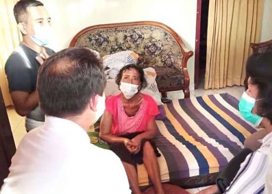 Nusabali.com - bupati-suwirta-kunjungi-penderita-kanker-payudara