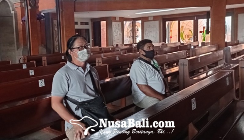 www.nusabali.com-pandemi-umat-kristiani-dibatasi-masuk-gereja
