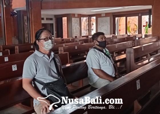 Nusabali.com - pandemi-umat-kristiani-dibatasi-masuk-gereja
