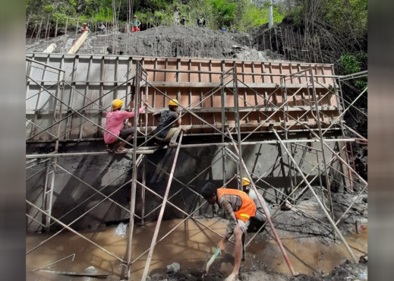 Nusabali.com - sisa-anggaran-jembatan-pinggan-siakin-rp-22-m