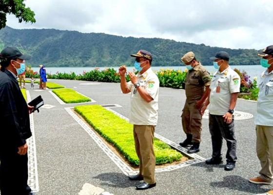 Nusabali.com - satpol-pp-tindak-wisatawan-pelanggar-prokes-covid-19