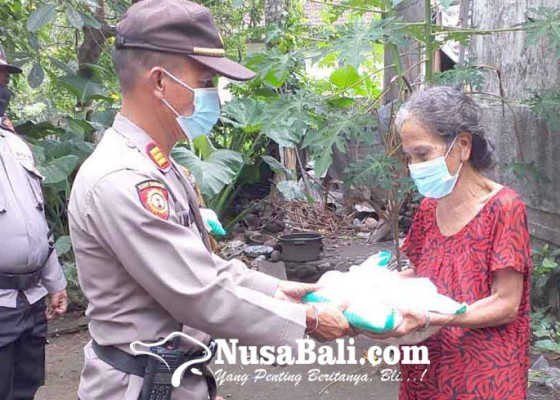 Nusabali.com - polsek-bebandem-salurkan-200-sak-beras