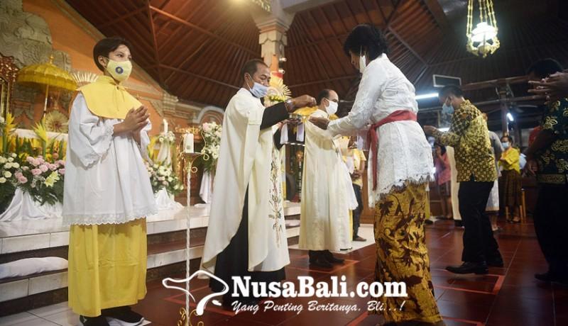 www.nusabali.com-misa-natal-di-gereja-paroki-tritunggal-mahakudus