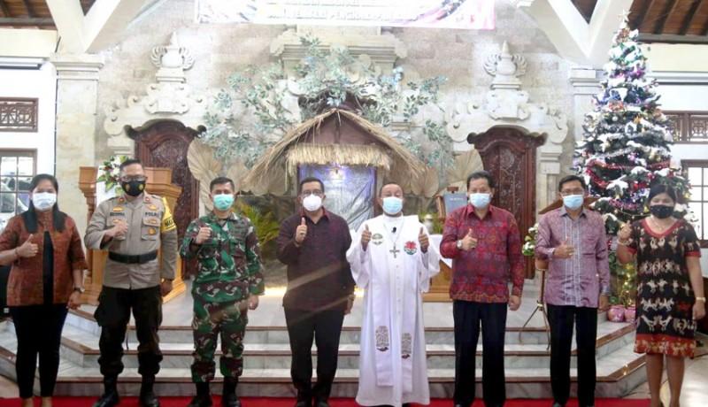 www.nusabali.com-wabup-sanjaya-hadiri-perayaan-natal-di-2-gereja