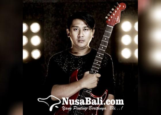 Nusabali.com - dari-arsitektur-konsisten-bermusik