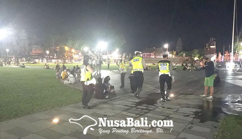 www.nusabali.com-bubarkan-pengunjung-alun-alun-gianyar