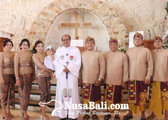 Nusabali.com - parwata-hadiri-pembaptisan-sembilan-anak-gereja-betlehem-untal-untal