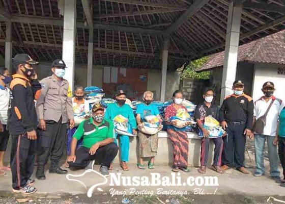 Nusabali.com - perbekel-peringsari-bantu-605-warga-kurang-mampu