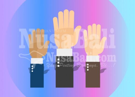 Nusabali.com - pengukuhan-bendesa-adat-pendem-diprotes
