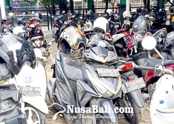 Nusabali.com - motor-tak-bertuan-parkir-berbulan-bulan-di-bandara