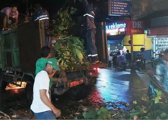 Nusabali.com - petugas-kebersihan-merasa-terbantu