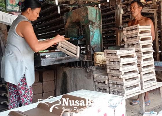 Nusabali.com - permintaan-genteng-nyitdah-menurun