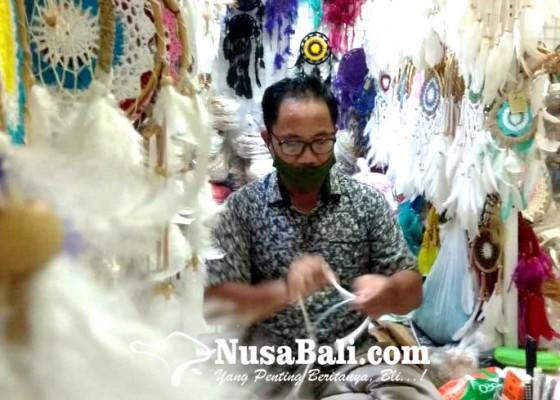 Nusabali.com - keluh-kesah-perajin-dream-catcher-di-pasar-kumbasari