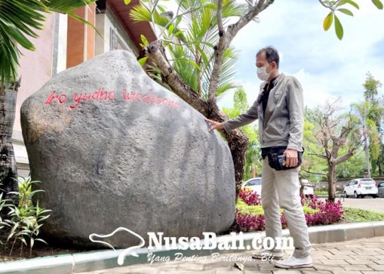 Nusabali.com - iro-yudho-wicaksono-di-taman-dprd-jembrana