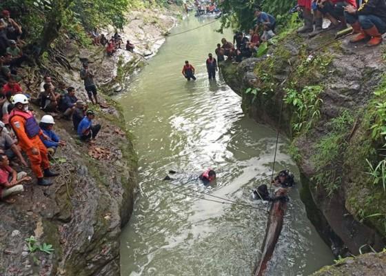 Nusabali.com - tragedi-tenggelam-di-yeh-mekecir-jasad-kakak-ditemukan-adik-masih-dicari