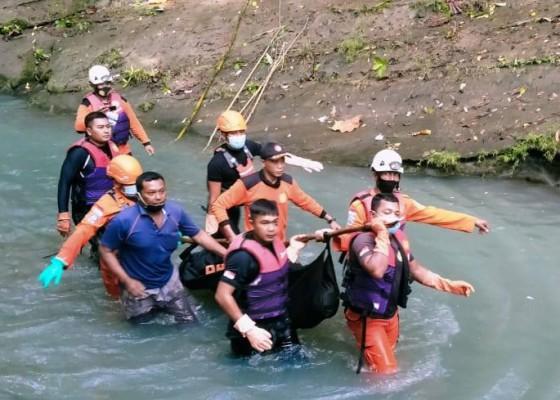 Nusabali.com - akhirnya-jasad-adik-korban-tenggelam-di-yeh-makecir-berhasil-ditemukan
