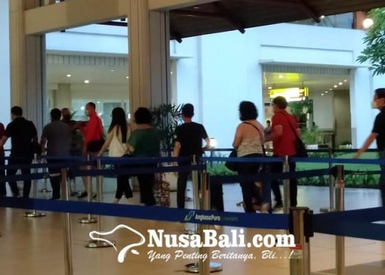 Nusabali.com - libur-nataru-berakhir-hari-ini-diprediksi-13-ribu-wisatawan-tinggalkan-bali