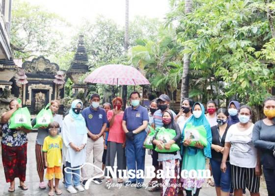 Nusabali.com - sinergi-dengan-ombudsman-gde-agung-bagikan-sembako-kepada-nelayan