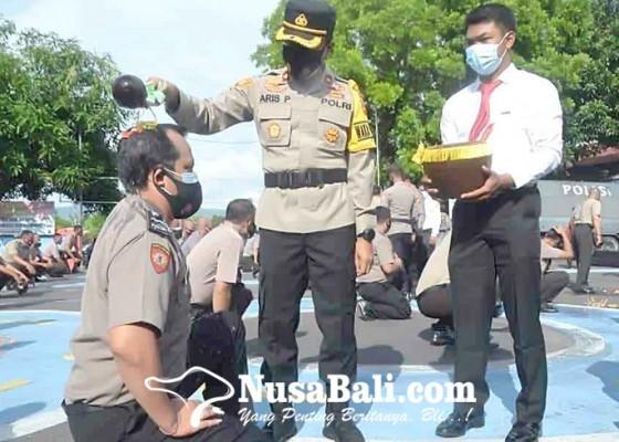 Nusabali.com - naik-pangkat-100-anggota-diguyur-air-kembang