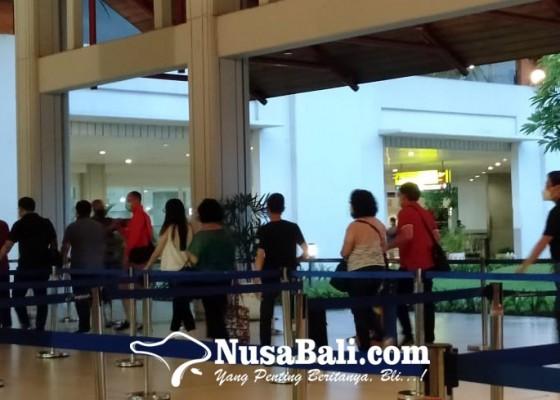 Nusabali.com - liburan-nataru-wisatawan-via-udara-ke-bali-tembus-119030-orang