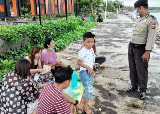 Nusabali.com - masih-ditemukan-pengunjung-pantai-tak-bermasker