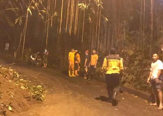 Nusabali.com - hujan-lebat-tebing-penestanan-longsor