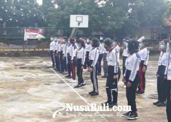 Nusabali.com - anggota-polsek-berikan-pelatihan-pks-di-sman-kubu