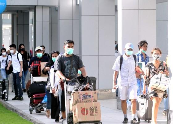 Nusabali.com - penumpang-pesawat-masuk-bali-tidak-perlu-swab-pcr-lagi-cukup-rapid-antigen