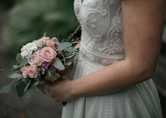 Nusabali.com - alasan-perempuan-sangat-menyukai-bunga