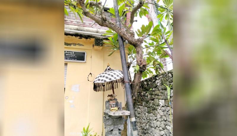 www.nusabali.com-tiang-milik-sejumlah-provider-dikeluhkan