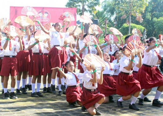 Nusabali.com - ribuan-siswa-sesaki-puncak-gerakan-badung-membaca
