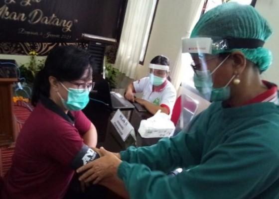 Nusabali.com - rsud-wangaya-denpasar-simulasi-vaksinasi-covid-19-selesai-divaksin-tunggu-30-menit