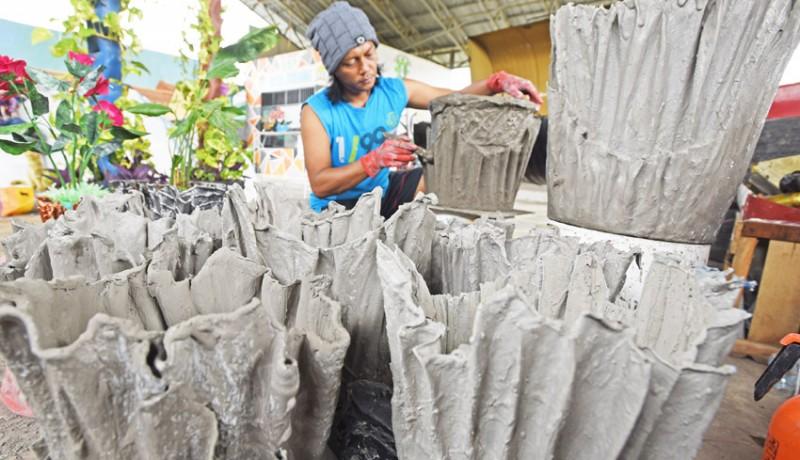 www.nusabali.com-pembuatan-pot-berbahan-limbah-kain