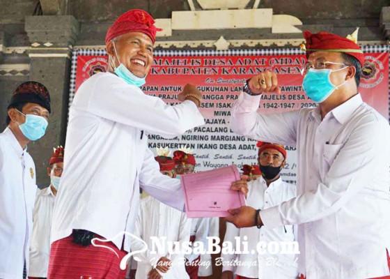 Nusabali.com - bendesa-madya-mda-karangasem-kukuhkan-8-bendesa-alit-kecamatan