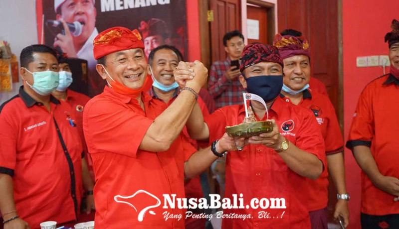 www.nusabali.com-dpc-pdip-karangasem-dan-bangli-bagi-tumpeng-ke-tokoh-masyarakat