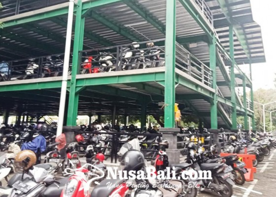 Nusabali.com - ap-i-tunda-kenaikan-tarif-parkir-bandara