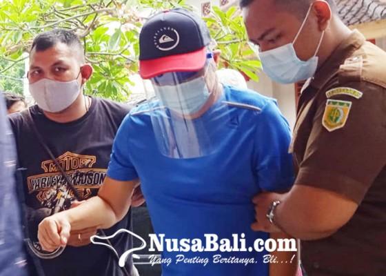 Nusabali.com - notaris-hartono-menyerahkan-diri
