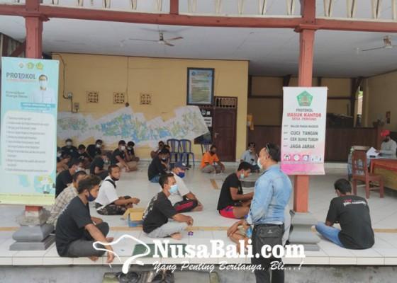 Nusabali.com - desak-perbekel-hentikan-kelian-banjar