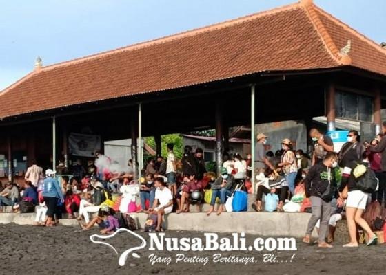 Nusabali.com - penumpang-ke-nusa-penida-membeludak