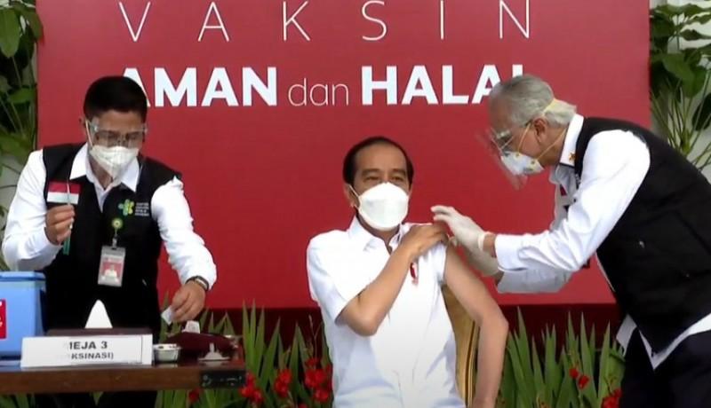 www.nusabali.com-petugas-vaksin-sempat-gemetar-sebelum-suntik-presiden-jokowi