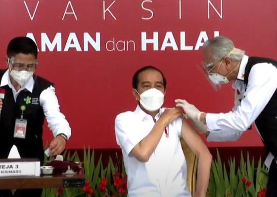 Nusabali.com - petugas-vaksin-sempat-gemetar-sebelum-suntik-presiden-jokowi